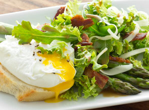Asparagus Poached Egg and Bacon Salad Recipe