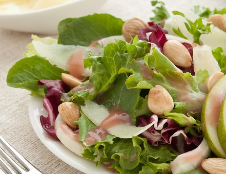 Mixed Greens With Cheese and Pomegranate Dressing