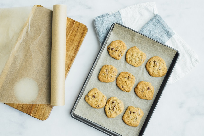 is wax paper and parchment paper the same thing